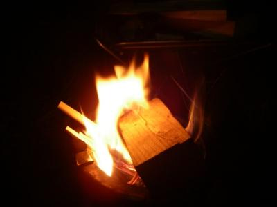 シェラで火をおこし・・・