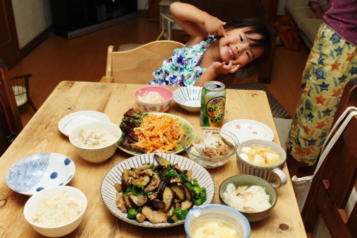 2016-08-07豚となすの味噌炒め 人参とツナのサラダ ところてん納豆 豆腐の味噌汁 手羽先の炊き込みご飯 みーちゃん.JPG