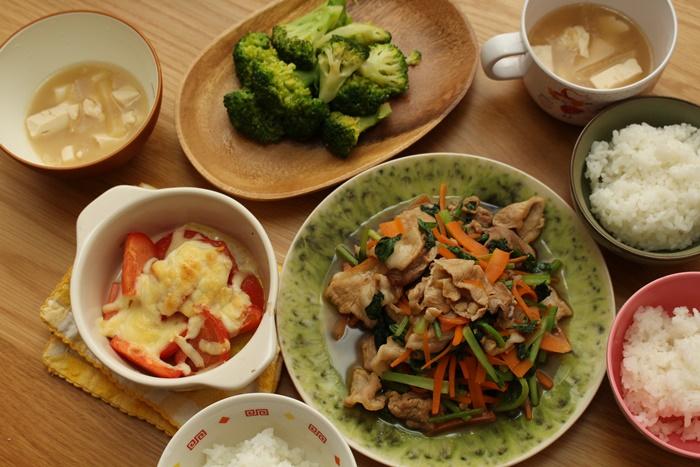 2016-10-25豚と小松菜の麺つゆ炒め ブロッコリーのナムル炒め トマトのチーズ焼き 味噌汁.JPG