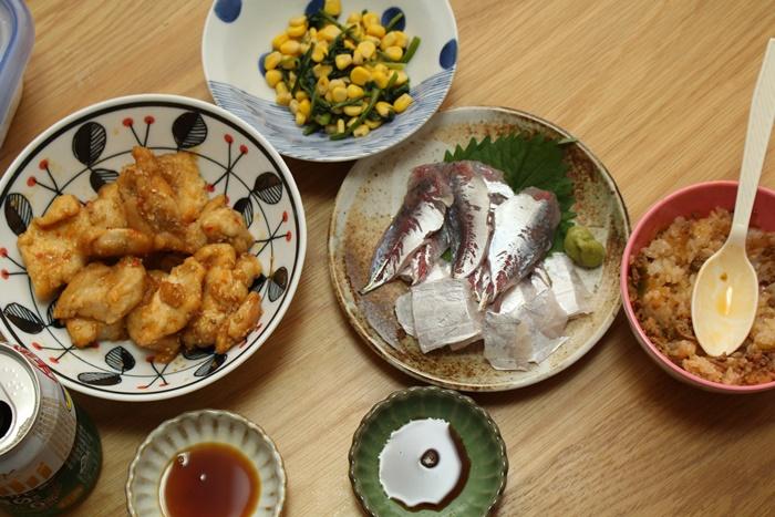 2016-10-29鶏のピリ辛マヨ炒め ほうれん草コーン 太刀魚とアジのお造り ハンバーグごはん.JPG