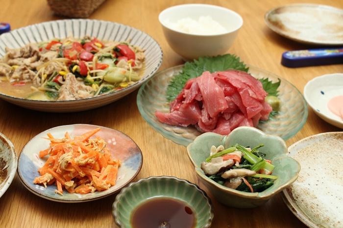 2016-11-08まぐろのすき身で刺身 晩ごはんの残り物 小松菜とカニカマのソテー2.JPG