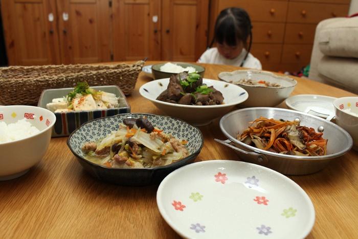 2016-11-16鶏レバーの味噌煮込み 筑前煮 舞茸と人参のソテー 八宝菜 湯豆腐3.JPG