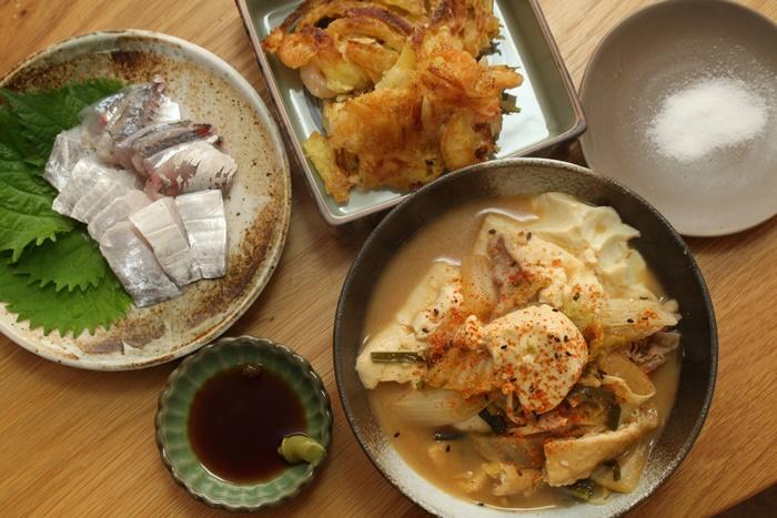 2016-11-19チゲ鍋リメイク味噌豆腐 小エビと玉ねぎのかき揚げ 太刀魚と鯵のお造り.JPG