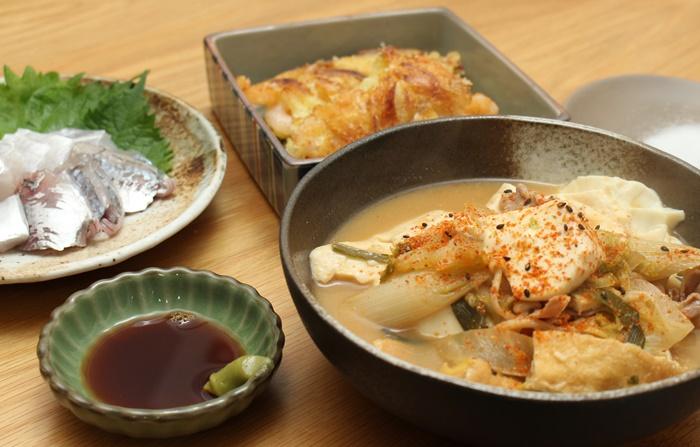 2016-11-19チゲ鍋リメイク味噌豆腐 小エビと玉ねぎのかき揚げ 太刀魚と鯵のお造り2.JPG