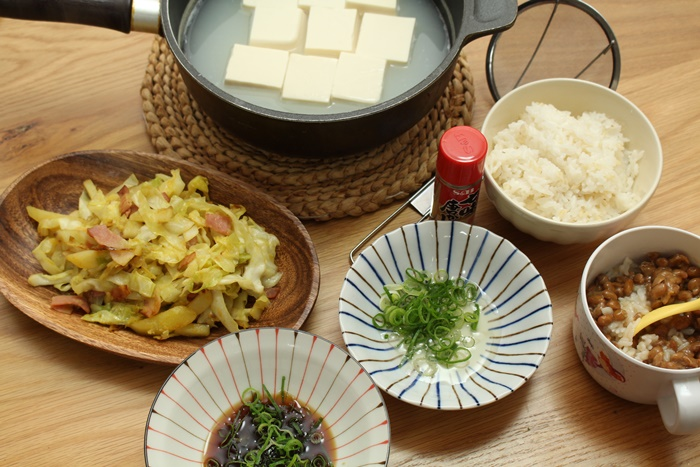2016-11-30湯豆腐 納豆ごはん.JPG
