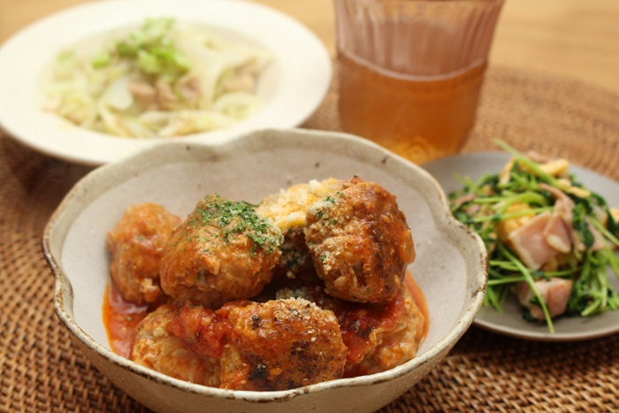 2016-12-01ミートボールのトマト煮込み 豆苗と卵の炒め物 キャベツとツナのマヨ炒め.JPG
