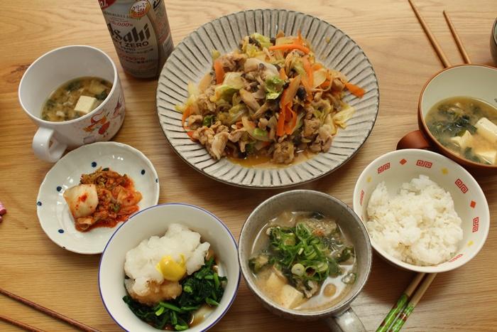 2016-12-05プルコギ風 味噌汁 ほうれん草と大根おろしの辛子ポン酢和え キムチ.JPG