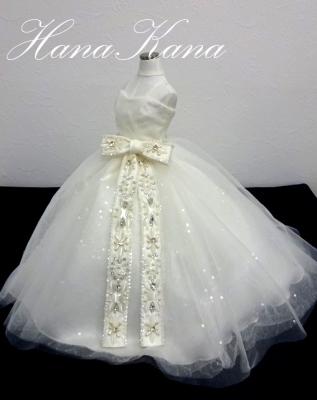 ビジューサッシュベルトのウェディングドレスをミニチュアドレス
