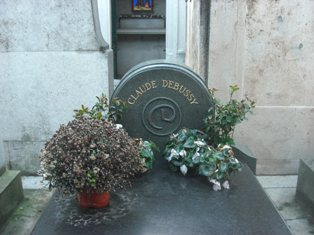 ドビュッシーの墓正面