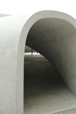 豊島美術館の入り口