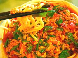 新疆風の卵とトマトの麺
