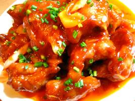 豚骨付きばら肉(スペアリブ)の唐揚げトマトソース