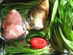 鮒、豚の心臓、ニラ、油麦菜、赤ピーマンなど