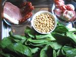 黄豆(大豆)、大骨頭(げんこつ)、チンゲン菜、塩漬け肉、香腸(中華ソーセージ)など