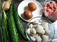 豚挽肉、蛤蜊(はまぐり)、キュウリ、葱、塩漬け卵など