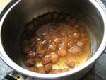梅干の種は鍋で煮て