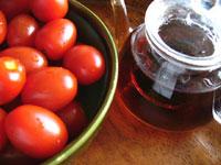 ミニトマトと大益プーアル茶磚