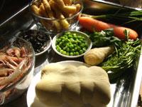 豚の肩肉、ニンジン、蝦、黒木耳、春雨、白菜、米、椎茸、青菜(チンゲン菜)