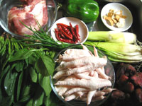 ホウレン草、骨頭、鶏爪、菰菜(マコモダケ)、ピーマン、葱、菱角