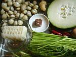 お餅、冬瓜、芦蒿(ヨモギのなかま)、蛤蜊(アサリ)、葱、火腿(金華ハム)、生姜