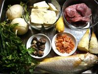 臭豆腐、豚肉、香菜、葱、生姜、黒木耳、椎茸、冬筍、黄魚、大根