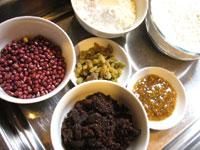糯米粉、小麦粉、小豆、干し葡萄、クコの実、紅糖、糖桂花