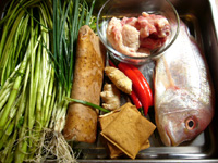 鯛魚、水芹菜、豆腐干、紅椒、山薬(長芋)、葱、豚肉など