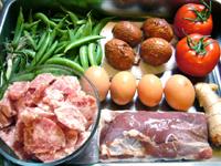 家鴨胸肉、咸蛋、甜豆(スナックエンドウ)、紅辣椒、大蒜、葱、生姜、番茄(トマト)、豚肉、黒木耳