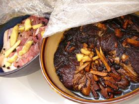 衣装ケースに鉢ごと入れてベランダの日陰に置く醤油肉と咸肉