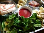 乳腐、五花肉(豚肉)、生姜、葱、青菜、菌�、家鴨肉など