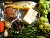 黄魚(イシモチ)、豆腐、香�(椎茸)、葱、生姜、大蒜、紅辣椒、花椒(中華山椒)、豆板醤、