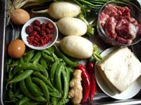 豆腐、葱、生姜、白蘿蔔(大根)、紅椒、小排骨(豚肋骨)、甜豆(スナックエンドウ)鶏卵、鶏蛋(鶏卵)