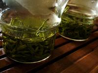 龍井茶の特級と一級の飲み比べ