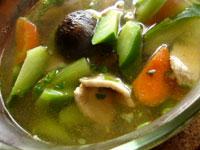 芥藍香�肉片湯(からし菜と椎茸と豚肉のスープ)