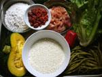 小麦粉、酸豆角、猪肉(豚肉)、紅椒(赤ピーマン)、葱、生姜、生菜(レタス)、南瓜(カボチャ)、枸杞頭(クコの実)、干紅棗(干した棗)
