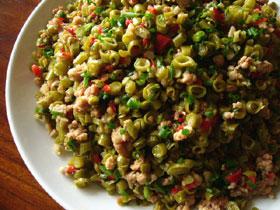 酸豆角や赤ピーマン(ちょっとピリ辛)や豚肉、葱、生姜の具