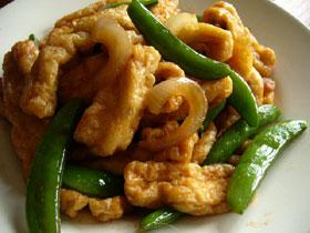 甜豆油豆腐(スナックエンドウとお揚げの炒めもの)