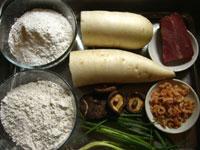 白蘿蔔(大根)、小麦粉、糯米粉、開洋(干し蝦)、火腿(金華ハム)、干香�(干し椎茸)、葱