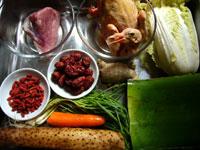 鴿子(鳩)、蘆薈(アロエ)、枸杞(クコの実)、紅棗(ナツメ)、葱、生姜、山薬(長芋)、豚肉、胡蘿蔔(ニンジン)、娃娃菜