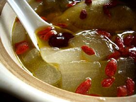 蘆薈枸杞鴿子湯(鳩とアロエとクコのスープ)