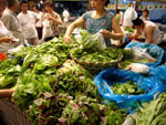 市場の野菜売り