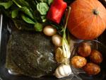 多宝魚(イシビラメ)、紅椒(赤ピーマン)、大蒜、生姜、葱、咸蛋(家鴨の塩漬け卵)、南瓜(カボチャ)、鶏毛菜