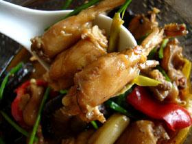 麻辣田鶏(辛く煮たカエル)
