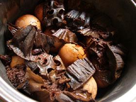 蓮蓬香蛋(蓮の実の殻の煮卵)