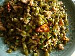 鶏蛋(鶏卵)、蓮子(蓮の実)の殻を乾燥させたもの、桂皮、八角、緑豆、米、酸豆角、米肉(豚のひき肉)、葱、生姜