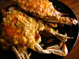 咸蛋黄炒渡蟹(ワタリガニと家鴨の塩漬け卵の黄身の炒めもの)
