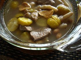 栗子花生鶏脚湯(栗と鶏の足とピーナッツのスープ)