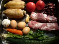 豚肉、大蒜、生姜、葱、干辣椒(干した唐辛子)、黄瓜(キュウリ)、蓮藕(レンコン)、鶏蛋(鶏卵)、蕃茄(トマト)、香菜
