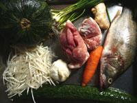 桂魚(ケツギョ)、生姜、葱、紅辣椒(生の唐辛子)、南瓜(カボチャ)、豚肉、豆芽(もやし)、胡蘿蔔(ニンジン)、黄瓜(キュウリ)