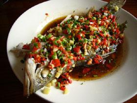 清蒸[朶リ]椒桂魚(ケツギョと[朶リ]椒の蒸しもの)